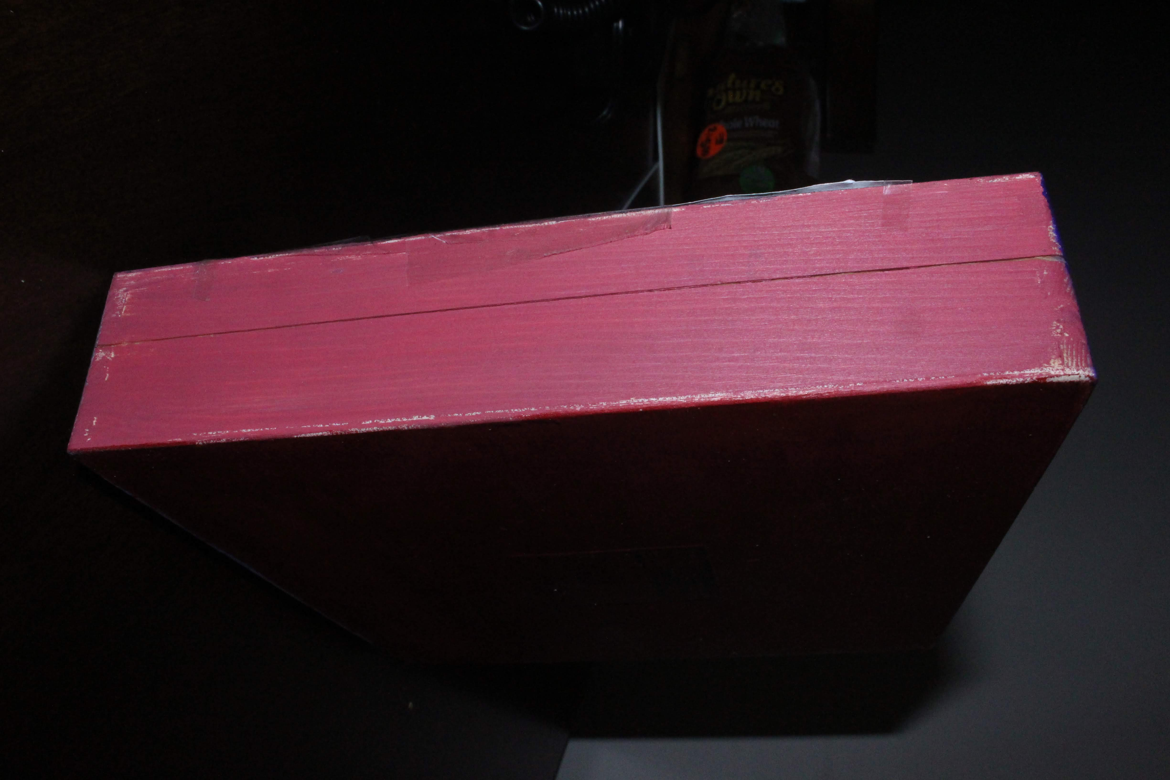A side view of the hip-hop keepsake box.